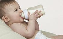 喂奶时爱咬人怎么办 喂奶时犯困是什么原因
